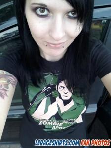 elfe wearing daryl dixon t-shirt